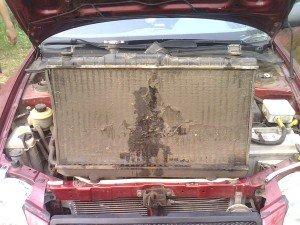 На фото - замена ржавого радиатора кондиционера авто, forum.accent-club.ru