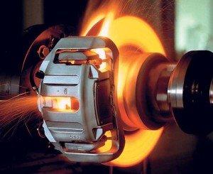 На фото - нагревание диска и колодок при торможении, autoportal.ua