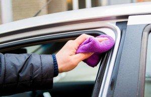 Фото ухода за уплотнителем дверей автомобиля, matrixplus.ru