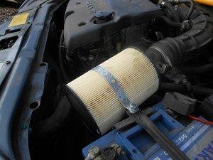 На фото - воздушный фильтр на Ford Focus 2, drive2.ru