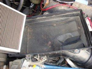 На фото - корпус воздушного фильтра двигателя Мазда 3, drive2.ru