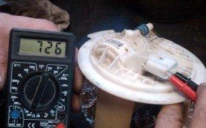 На фото - неисправность датчика уровня топлива, forum.chrysler-dodge.ru