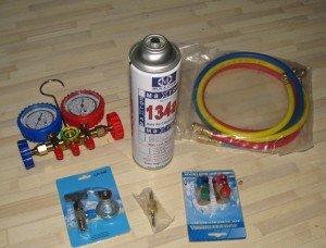 На фото - фреон для заправки кондиционера автомобиля, freedomcars.ru