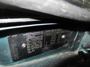 Фото вин-кода автомобиля на специальной табличке, drive2.ru