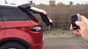 На фото - открывание багажника с пульта сигнализации, avito.ru