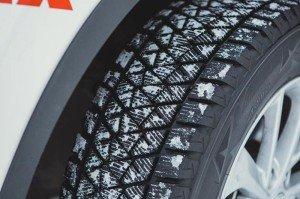 На фото - зимние шины «липучки» для кроссовера, avoka.do