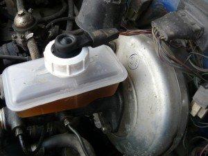 Фото проверки тормозной жидкости, vaz-russia.ru