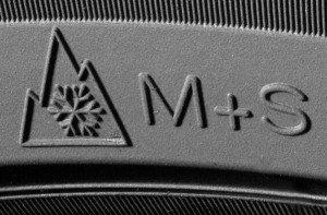 На фото - маркировка зимней универсальной резины, avtobiznes.biz