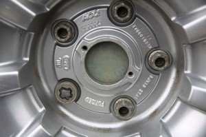 На фото - маркировка колесных дисков, avto-flot.ru