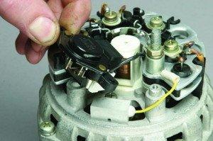 Фото снятия регулятора напряжения генератора ВАЗ 2109, masteravaza.ru