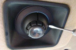 На фото - замена лампочки индивидуального освещения салона ВАЗ 2123, drive2.ru
