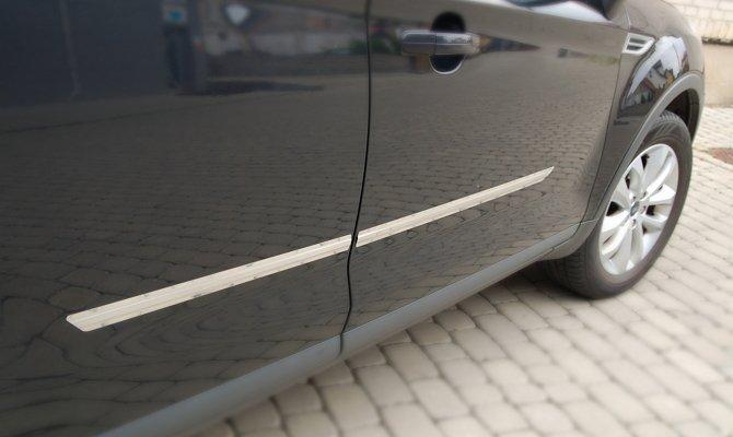 Установка металлических накладок на двери автомобиля