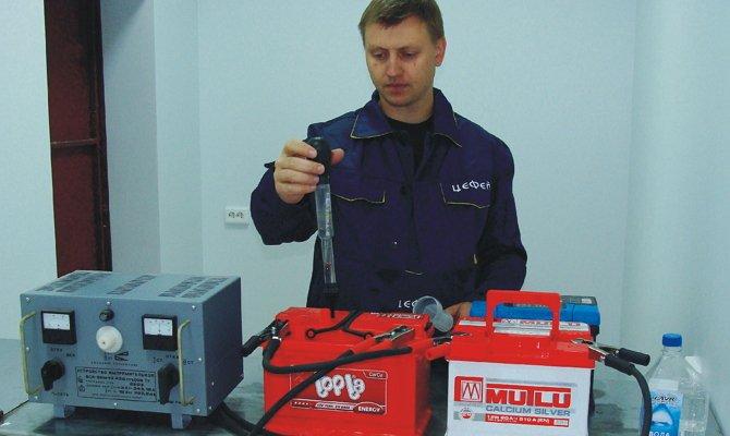 Измерения плотности электролита в аккумуляторе