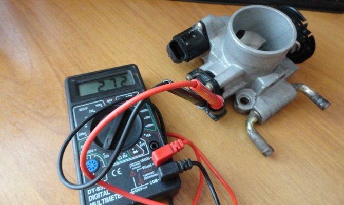 Проверка датчика положения дроссельной заслонки мультиметром