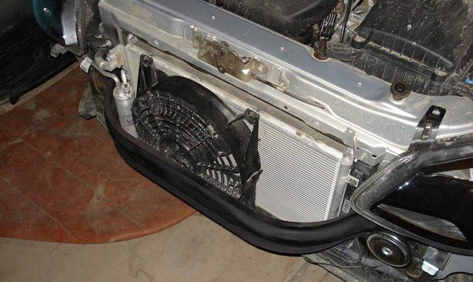 Усилитель под капотом авто