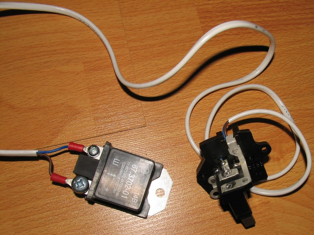 регулятор напряжения схема включения в зарядном