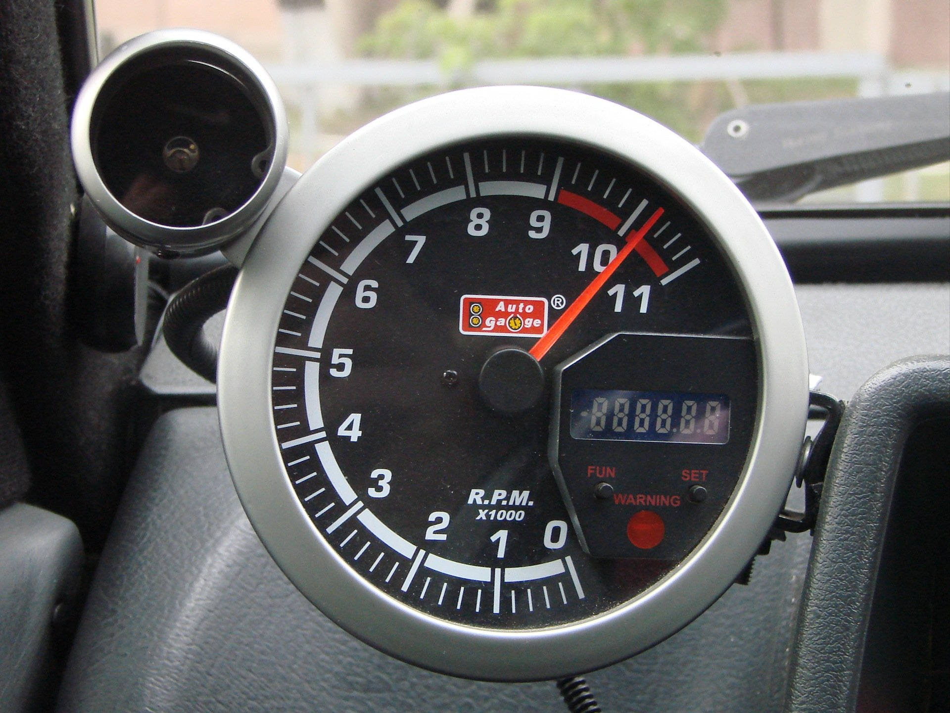 Индикатор отсечки оборотов двигателя