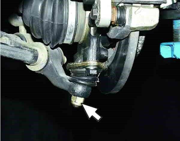 Болт, соединяющий шаровую опору с корпусом автомобиля