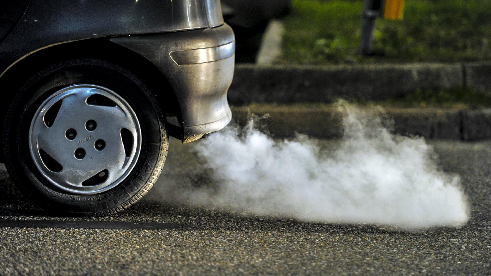 how does car exhaust cause air pollution Manufacturing contributes to air and water pollution and other chemicals from the exhaust before it was released into the air manufacturing & pollution.