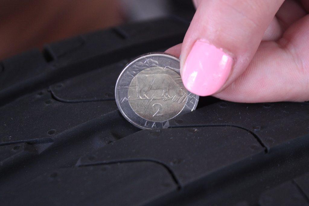 Определение износа шины монеткой