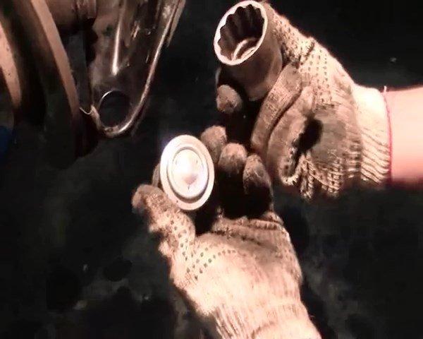 Замена шаровой опоры Рено Логан