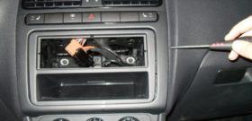 Демонтаж автомагнитолы