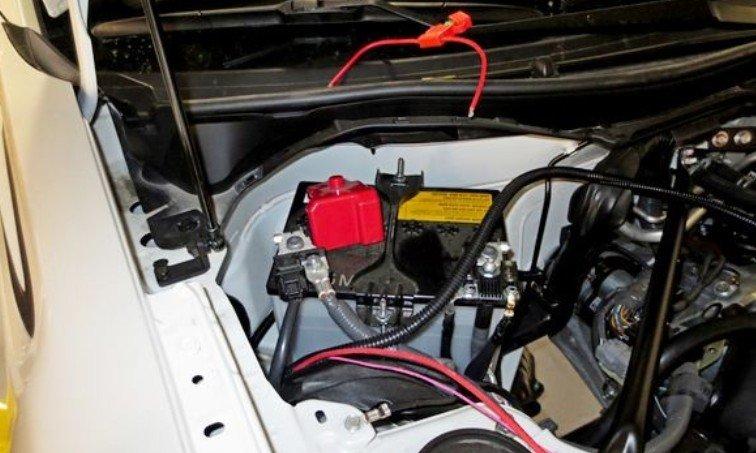 Проводка подвески в моторном отсеке