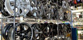 Стойка с колесными дисками
