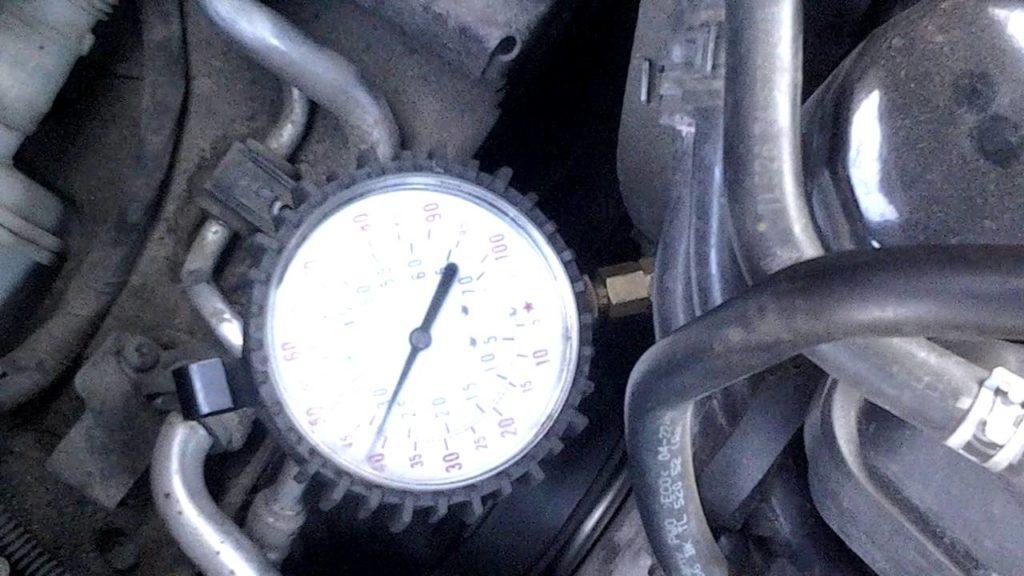 Измерение давления в системе манометром