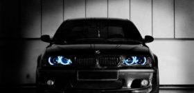 Круглые голубые ангельские глазки на черном BMW 3 series