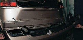 Разобранная задняя часть авто