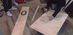 Из фанеры вырезается каркас подиума нужного размера