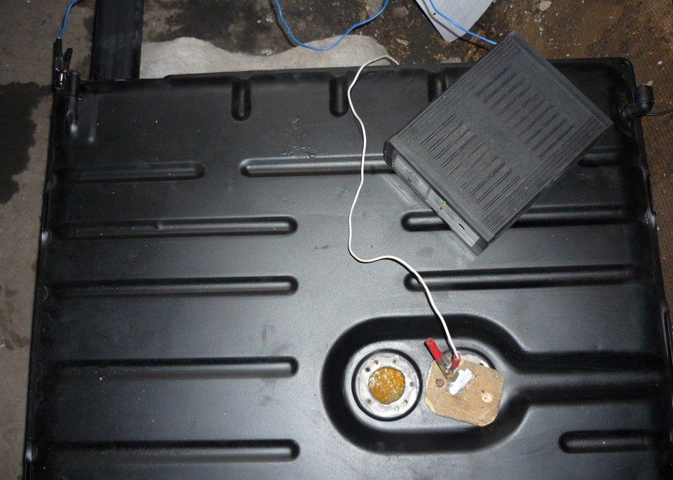 Очистка бака электролизом с помощью зарядного устройства