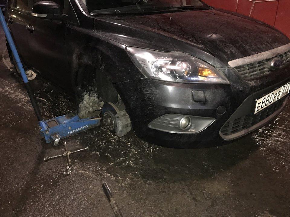 Ford Focus на смотровой яме