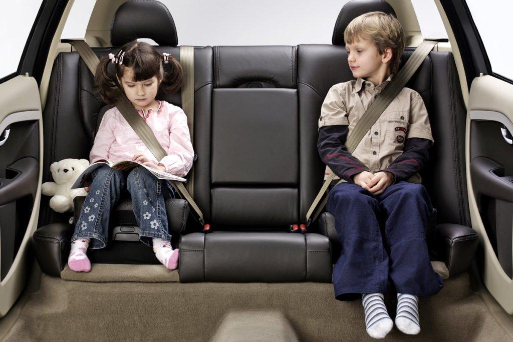Перевозка в автомобиле детей