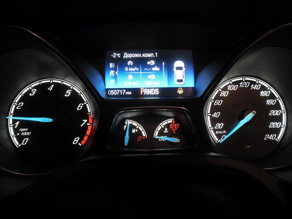 Приборная панель автомобиля Ford Focus