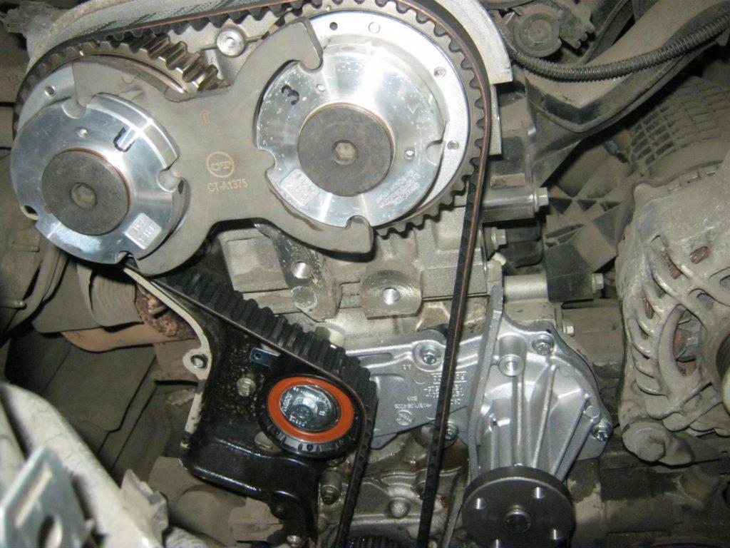 Расположение помпы на Opel Astra J