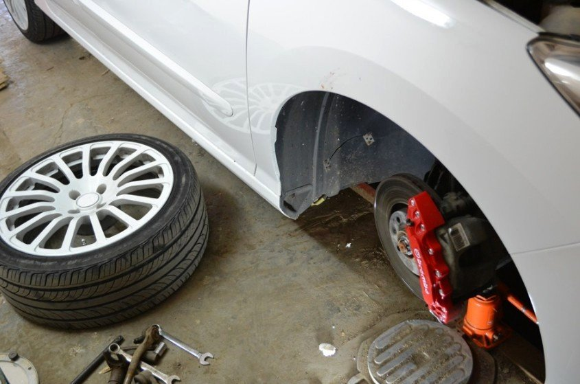 Демонтаж переднего колеса