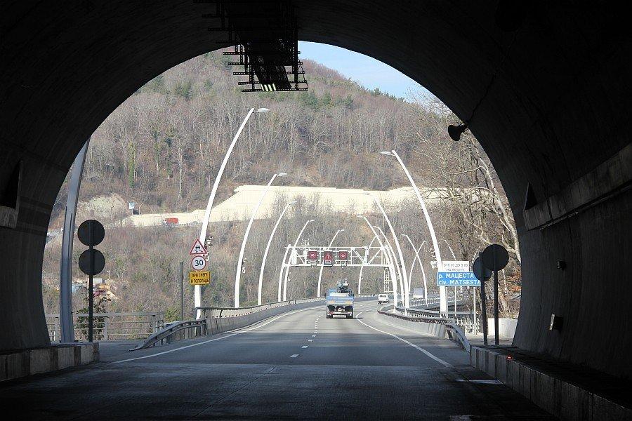Дорога в тоннеле