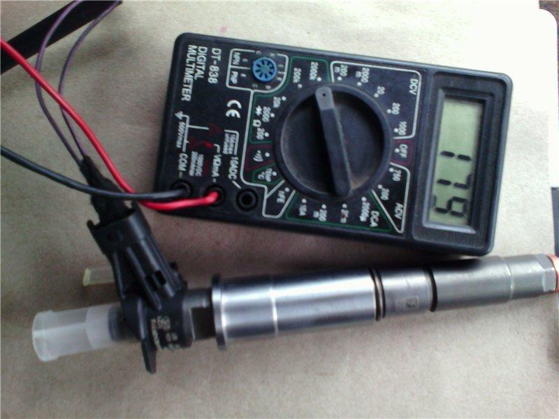 Измерение мультиметром сопротивления форсунки