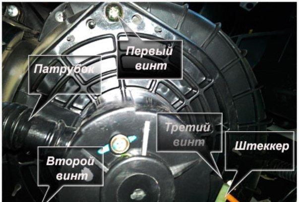 Откручиваем винты на моторчике