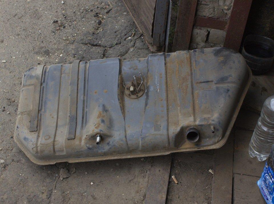 Демонтированный бензобак