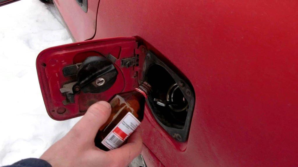 Спирт для удаления влаги из бензобака
