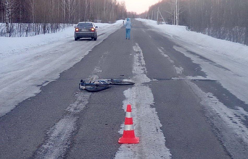 Велосипед, лежащий на трассе