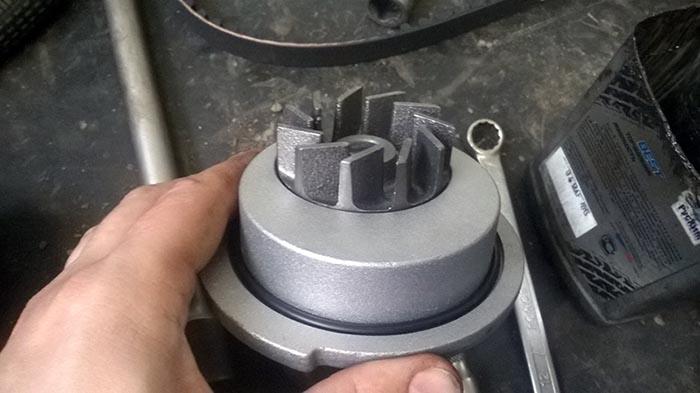 Помпа автомобиля Daewoo Nexia 8 и 16 клапанов