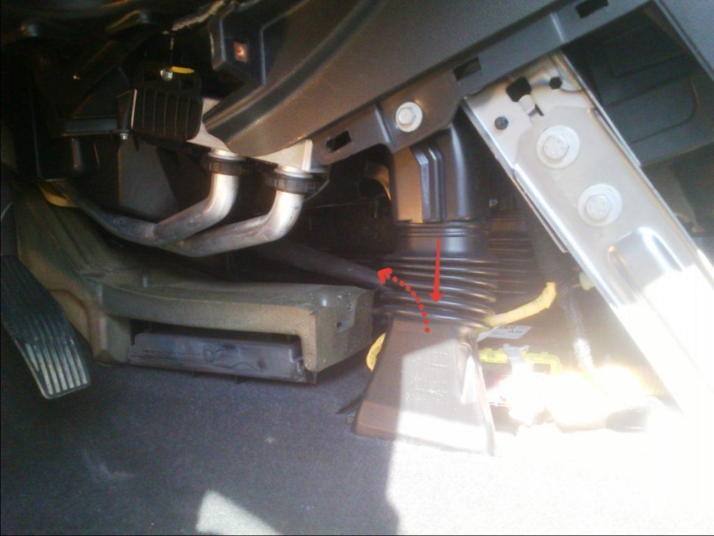 Воздуховод для ног задних пассажиров
