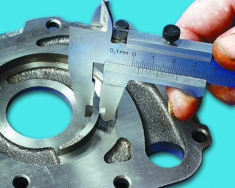 Измерение толщины сегмента на внутренней стороне корпуса насоса