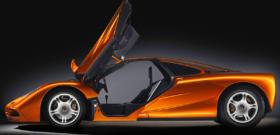 McLaren F1 с открытыми дверями