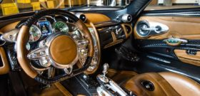 Pagani Huayra передняя консоль и трёхспицевый руль