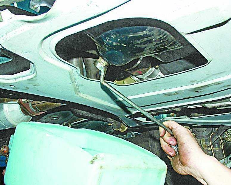 Слив масла с двигателя ВАЗ 2110–12